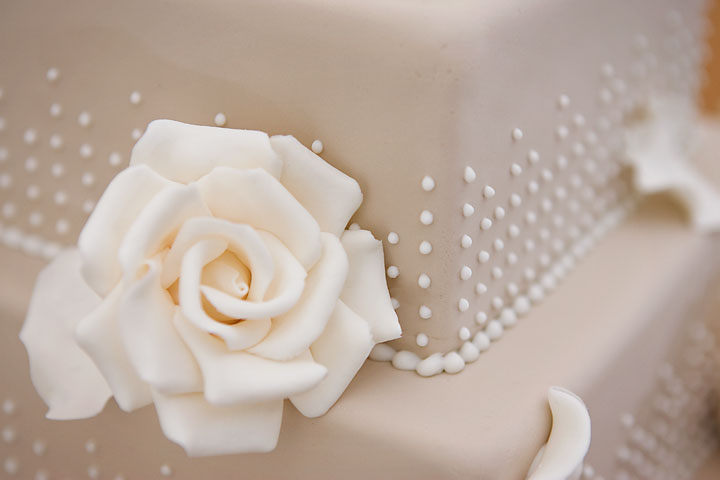 Sarah_Louise_wedding_cakes_new_forest